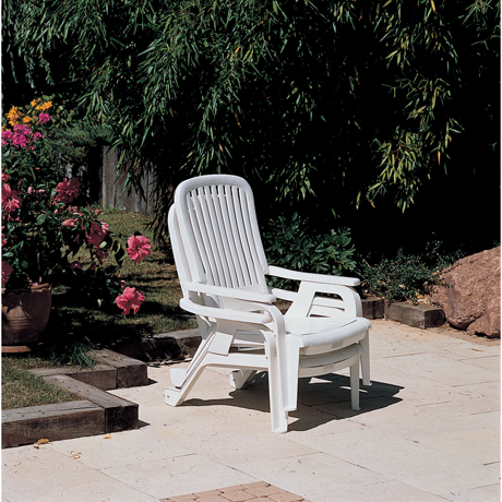 Bahia Stacking Deck Chair, Footrest Retracted, Stacked